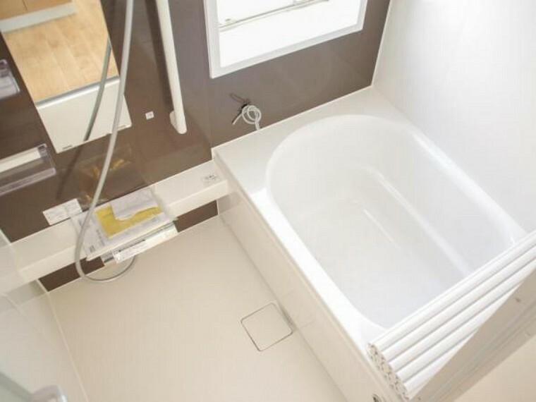 浴室 【リフォーム済】ユニットバスはハウステック製の0.75坪サイズのものに新品交換しました。浴室乾燥機もついているので梅雨の時期などには重宝しますよ。