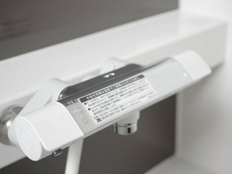 浴室 【リフォーム済】浴室にはサーモスタット混合水栓を設置。自動温度調整機能により、急にお湯の温度が変わるといったトラブルを極力少なくしてくれるので家族全員のリラックスタイムの強い味方となってくれます。
