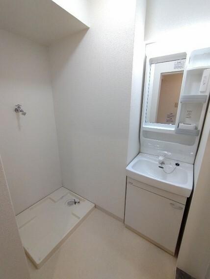 洗面化粧台 【洗面所】 白で統一されたキレイな洗面所!!