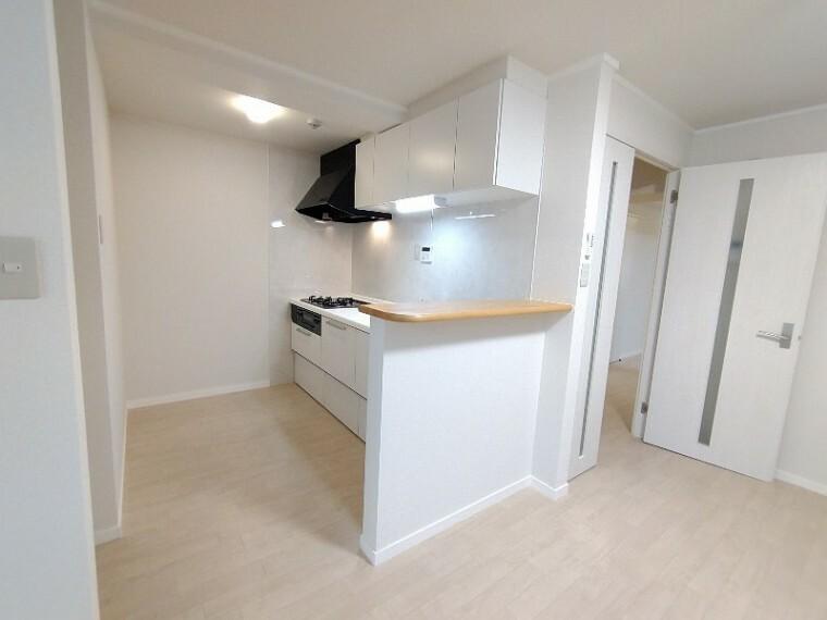キッチン 【システムキッチン】 毎日使うキッチンはお手入れもしやすく白いキッチンはお部屋を明るくしてくれます