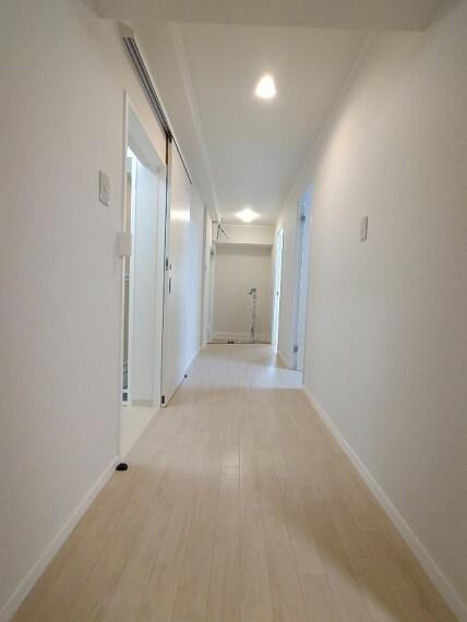 【廊下】 ゆったりとした広めの廊下です
