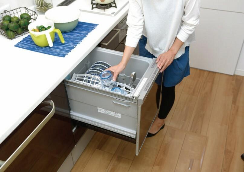 収納としても使える食器洗い乾燥機  調理後の片付けもすっきりのビルトイン食器洗い乾燥機。