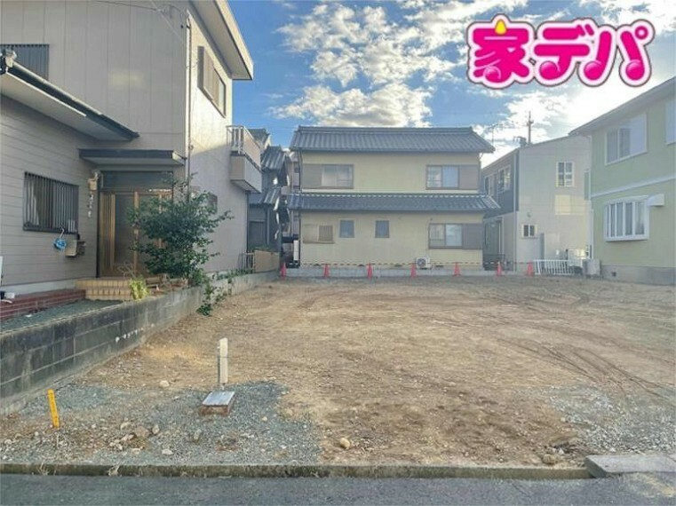 現況外観写真 【2020年11月撮影】 2021年5月完成予定!駅まで徒歩9分!