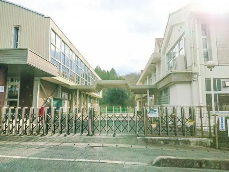 小学校 赤磐市立笹岡小学校まで850m(徒歩 約11分)低学年のお子様も通いやすいですね。