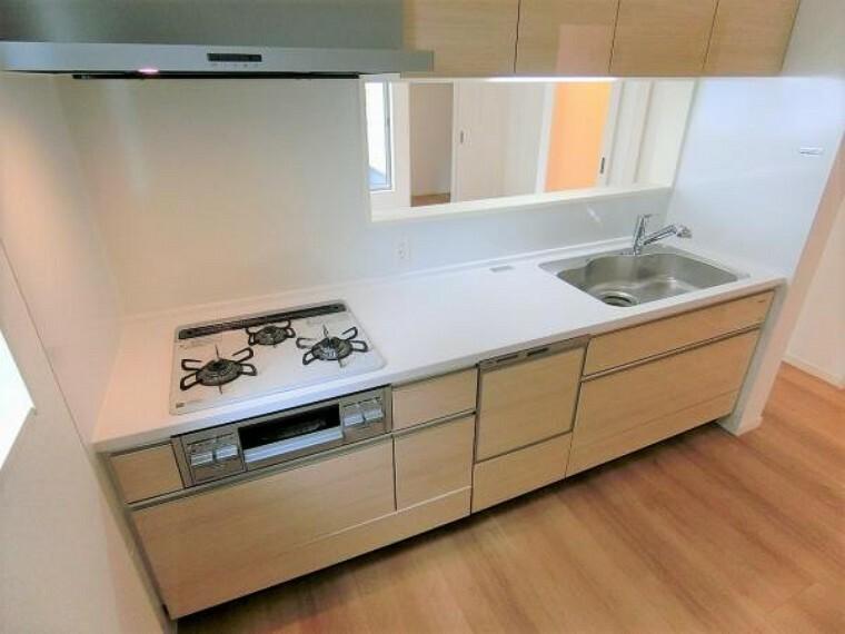 キッチン ビルトイン食器洗い乾燥機付き。使い易い引き戸収納タイプ。