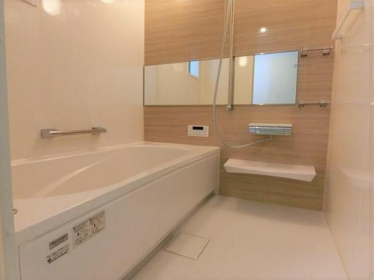 浴室 電気式の浴室暖房換気乾燥機付きユニットバス。夏涼しく冬暖かく。