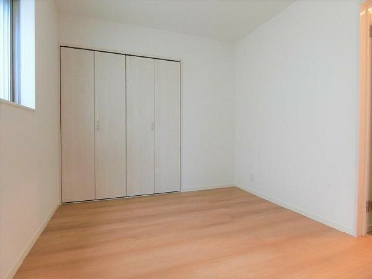 洋室 北側6帖の洋室。大型クローゼット付き。