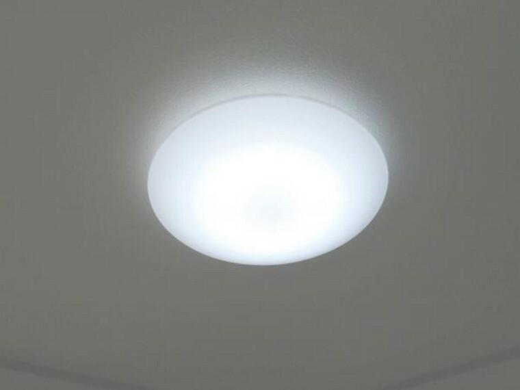 発電・温水設備 【同仕様写真】各居室照明は新品に交換します。引越しの際に段取りや費用がかからないのは、嬉しいですね。
