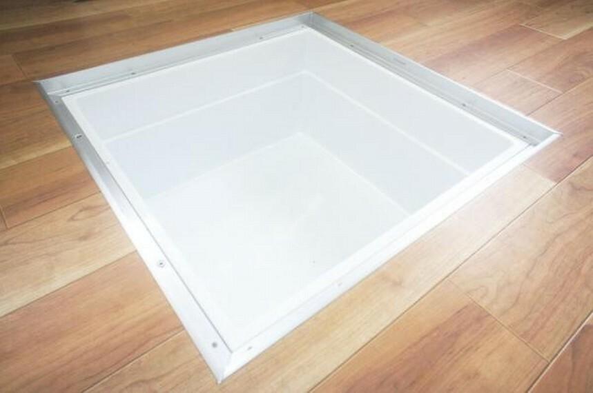 収納 【同仕様写真】キッチンには床下収納を新設します。根菜類などを収納できるので、便利ですね