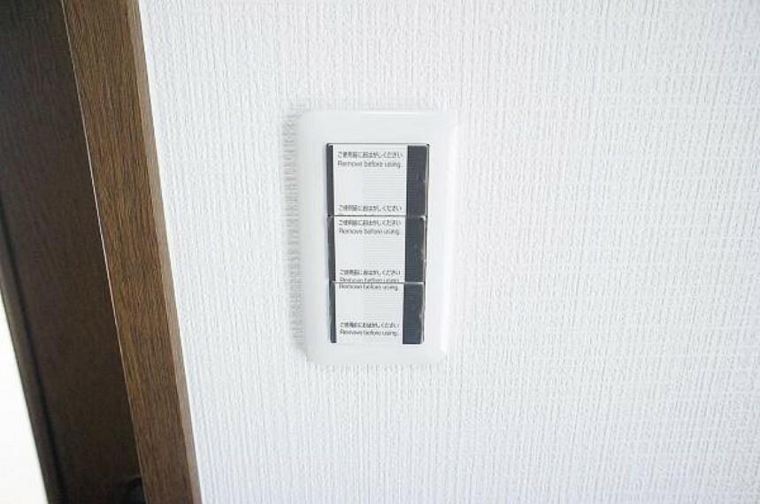 【同仕様写真】照明スイッチは全て新品に交換します。暗い中でも押しやすいワイドパネルを採用します。