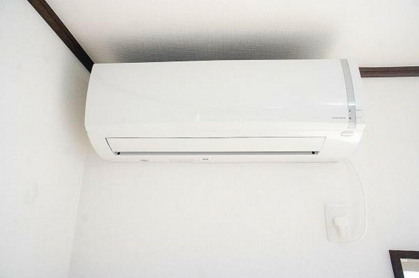 冷暖房・空調設備 【同仕様写真】新品のエアコンを1台設置します。入居後すぐに快適に生活できますよ。