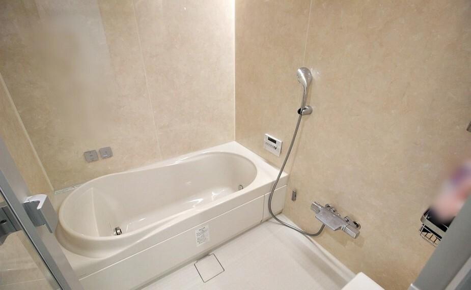浴室 一日の疲れを心地よく癒してくれる浴室には乾燥暖房機がついており雨の日に大活躍。冬の億劫なバスタイムも温かく楽しくなりそうですね。