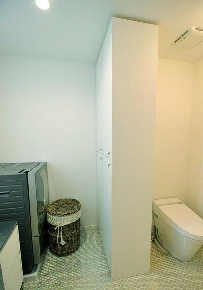 洗面化粧台 効率良く配置したキャビネットで限られた空間を有効に活用します。