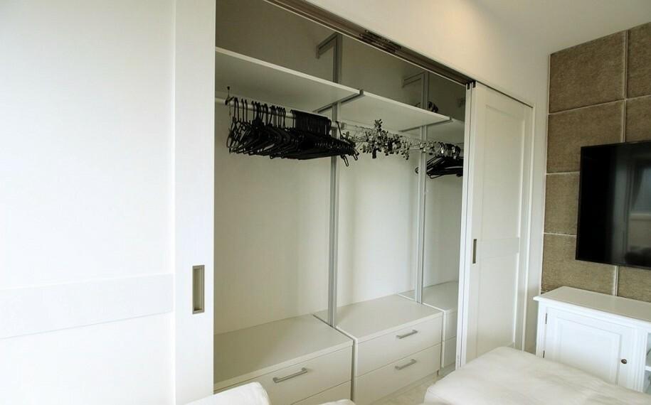 収納 リビング内に収納スペースがあるので、頻繁に使用するもの等を収納しておくのに便利ですね。お部屋もスッキリと片付きます