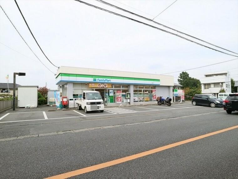 コンビニ ファミリーマート狭山店