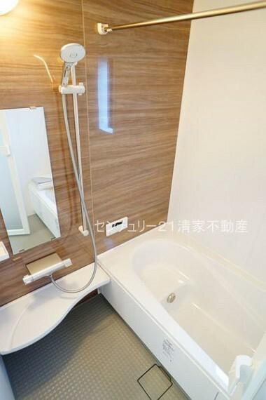 浴室 2号棟:浴室乾燥機で雨の日でも楽々お洗濯!(2021年03月撮影)