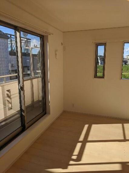 居間・リビング 2階8.5帖洋室