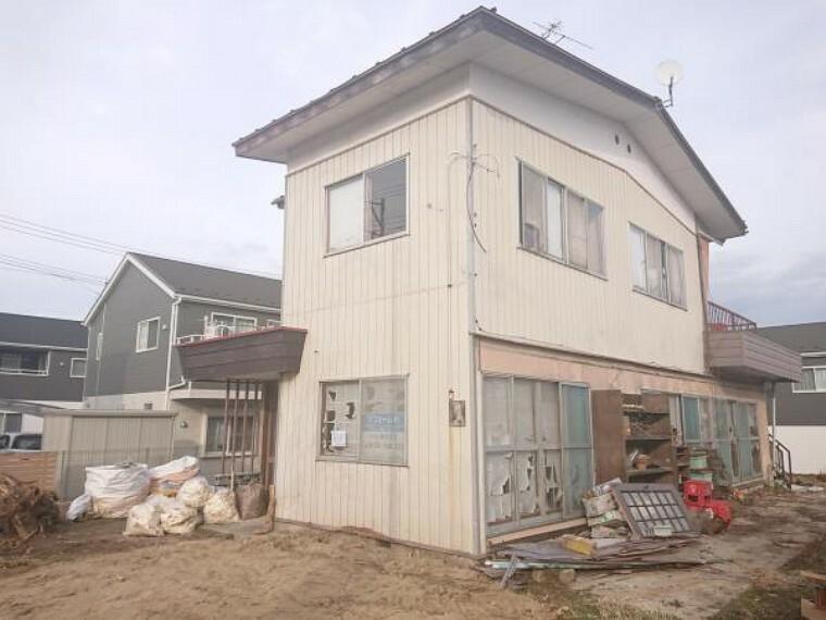 外観・現況 【リフォーム中】南西側からの外観写真です。外壁屋根塗装を施し明るいおうちに仕上げます。