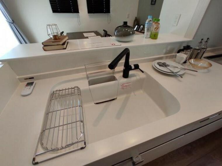 キッチン 浄水器付きでいつでもおいしい水をいつでも手軽に使えます。