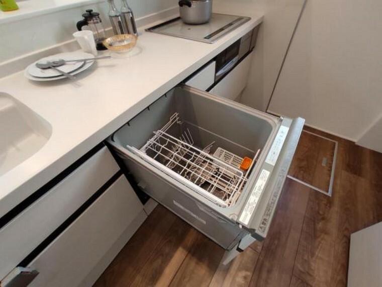 ママに嬉しい食洗機付き。食後の後片付けは食洗機に任せて家族との時間をゆっくり過ごせます。