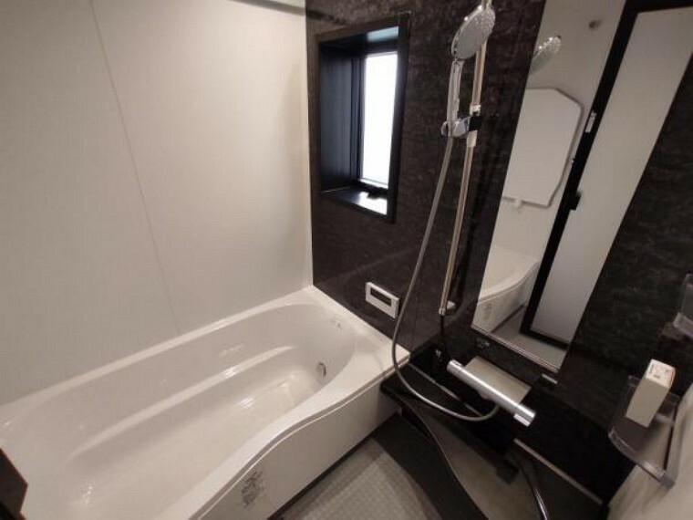浴室 浴室暖房換気乾燥機付きの浴室です。雨の日の洗濯干しやカビの抑制が出来ます。