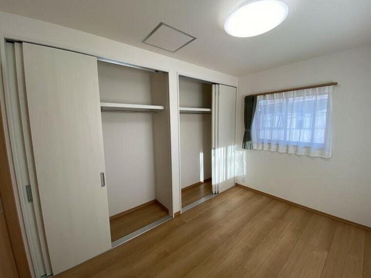 洋室 全居室に収納付きでお荷物が多いご家庭も安心
