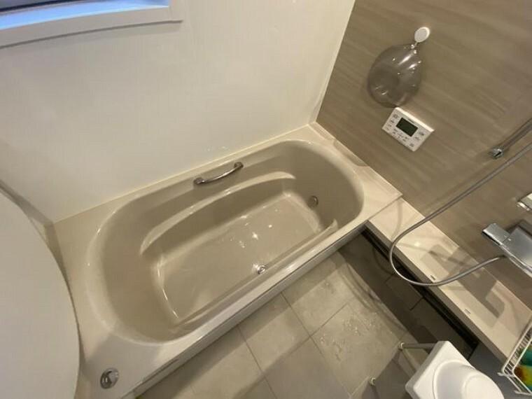 浴室 ゆったりと足を伸ばしてくつろいでいただける浴室です! 一日の疲れをホッと癒してくれるはず