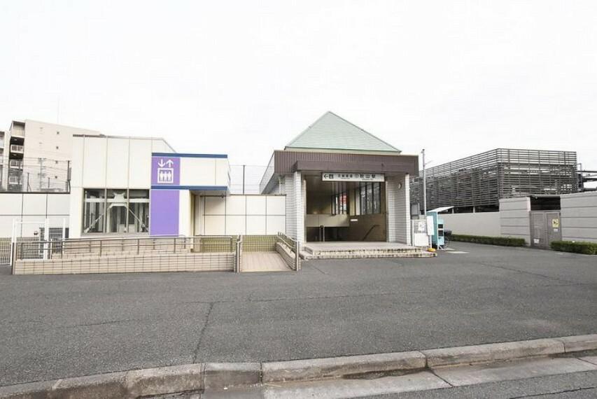秋山駅(北総鉄道 北総線) 徒歩8分。