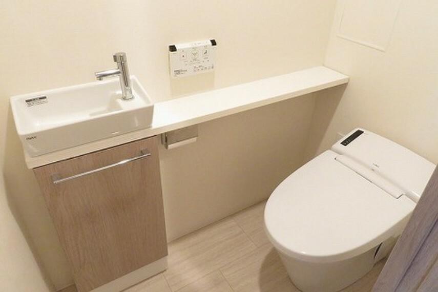 トイレ 手洗いカウンター付きタンクレストイレ
