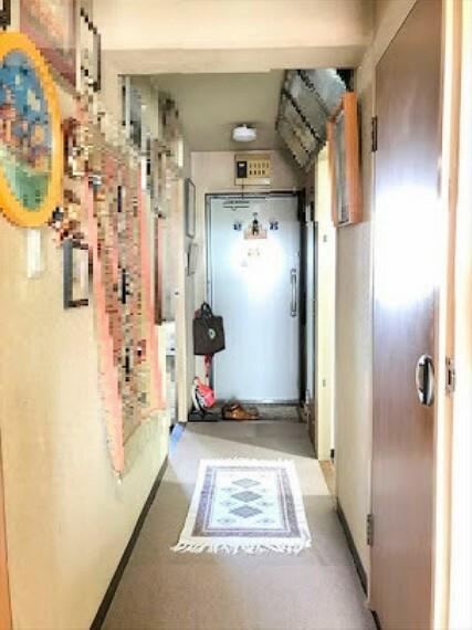 玄関 散らかりがちな玄関もすっきりの玄関収納付きです。