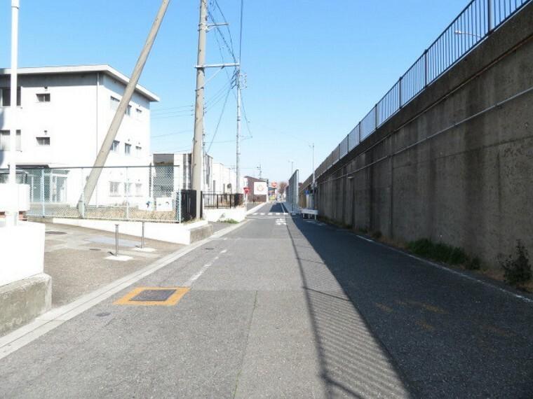 外観・現況 マンション東側前面道路です。北方面への一方通行道路です。