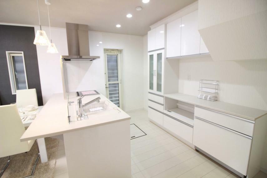 キッチン 【タカラ製ワイドオープンシステムキッチン】(同仕様) 大型家電食器収納、食器洗い乾燥機、IH付