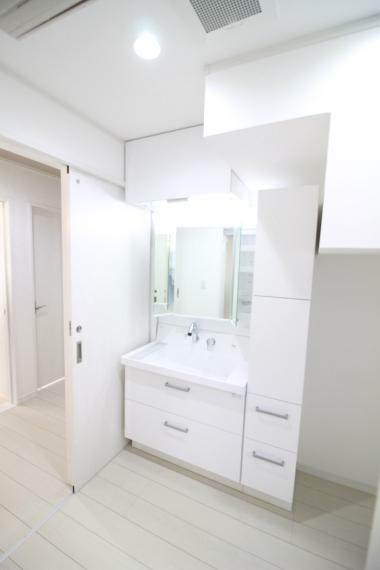 洗面化粧台 【収納たっぷりの三面鏡洗面化粧台】
