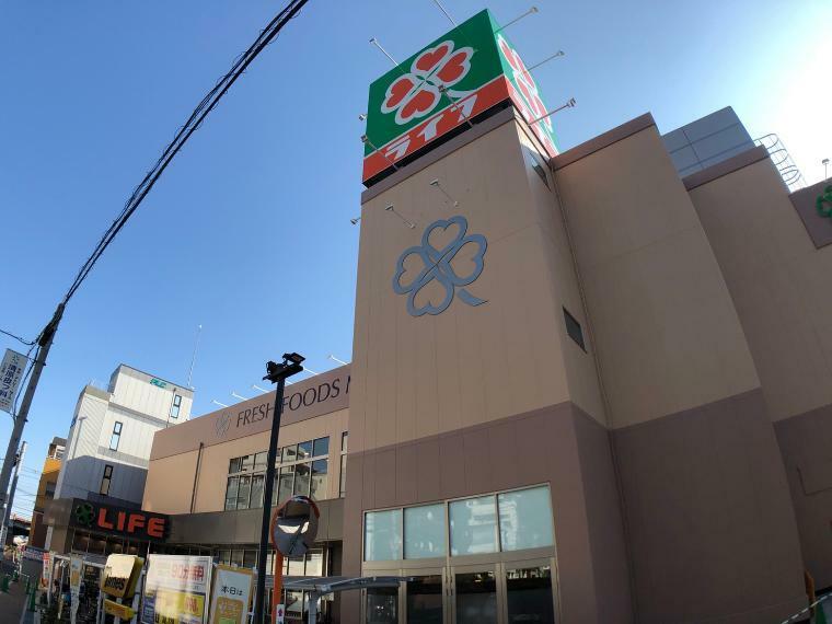 スーパー ライフ 寺田町駅前店まで340m 夜遅くまで営業しており、寺田町駅からの帰り道にございますので会社帰り等に利用できるスーパーです。駐車場もございますのでお車でのお帰りにも。