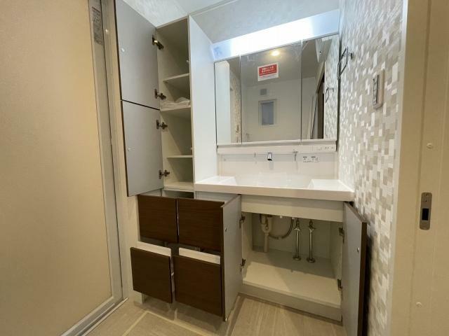 洗面化粧台 洗面化粧台は収納力があるので水回りスッキリ掃除も楽ですね