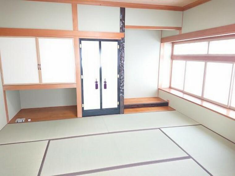 和室 1階仏間床の間のある和室6畳です。クロス張替え、畳表替え、障子襖張替え、照明器具交換しました。和室6畳と隣接していますので、襖を開けて広く使っていただけます。
