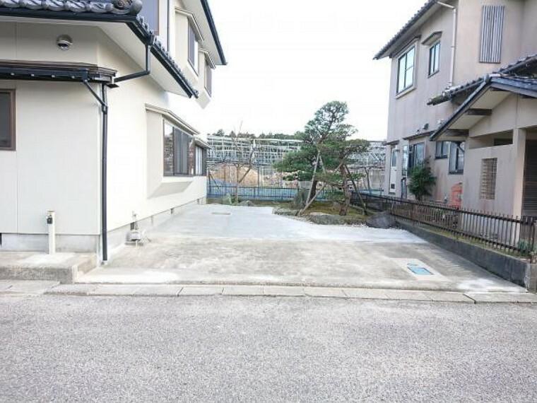 駐車場 駐車場です。増設して普通車2台軽自動車1台駐車可能になりました。