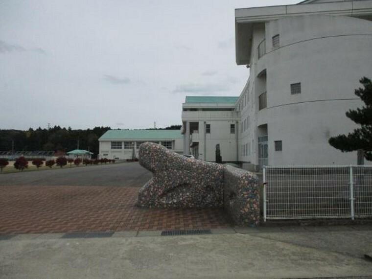 小学校 東湊小学校まで900m、通学路が整備されていますので、安心して通学できます。