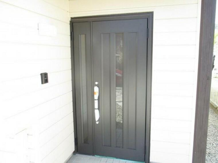 玄関 【リフォーム済】玄関写真です。新品の玄関に交換しました。