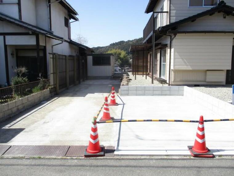 駐車場 【リフォーム済】駐車場です。こちらはクリーニングできれいに仕上げてあります。