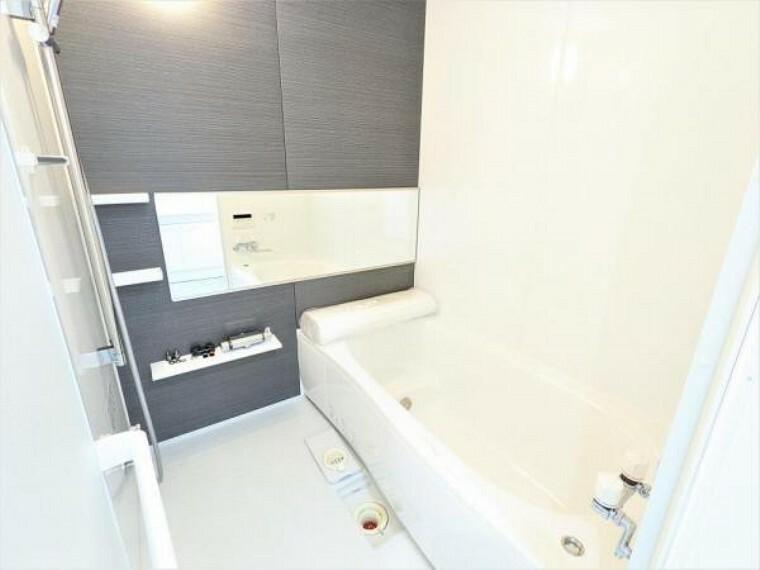 浴室 [リフォーム後_ユニットバス]浴室はPanasonic製の新品のユニットバスに交換しました。足を伸ばせる1坪サイズの広々とした浴槽で、1日の疲れをゆっくり癒すことができますよ。