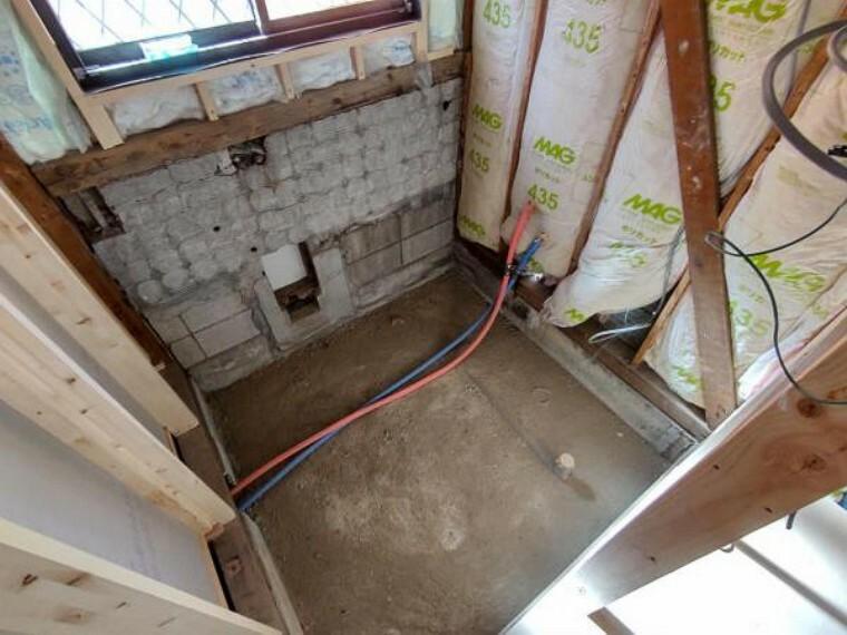 浴室 【リフォーム中写真4/11撮影】浴室は新品のユニットバスに交換します。足を伸ばせる1坪サイズの広々とした浴槽で、1日の疲れをゆっくり癒すことができますよ。