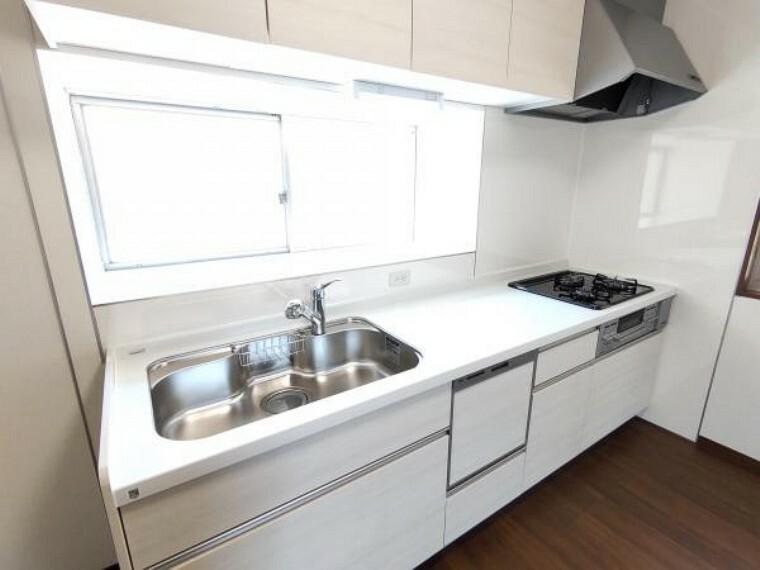 キッチン 【リフォーム済】ハウステック製のシステムキッチンを新設しました。お料理もはかどる三口コンロです。
