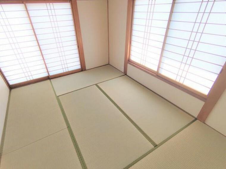 【リフォーム済写真】1階和室の写真です。畳の表替えを行い、襖の張替え、クロスの張替えをおこないました。さわやかなイグサの香りに包まれてゆったりとした時間を過ごしてはいかがでしょうか。