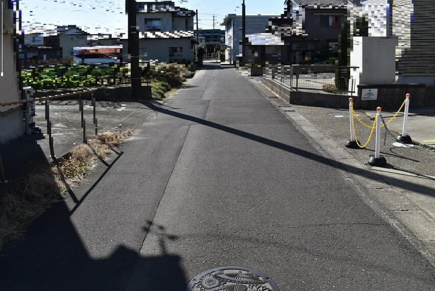 前面道路(2020年12月撮影)