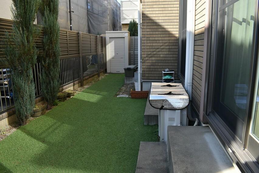庭 人口芝のお庭です。(2020年12月撮影)