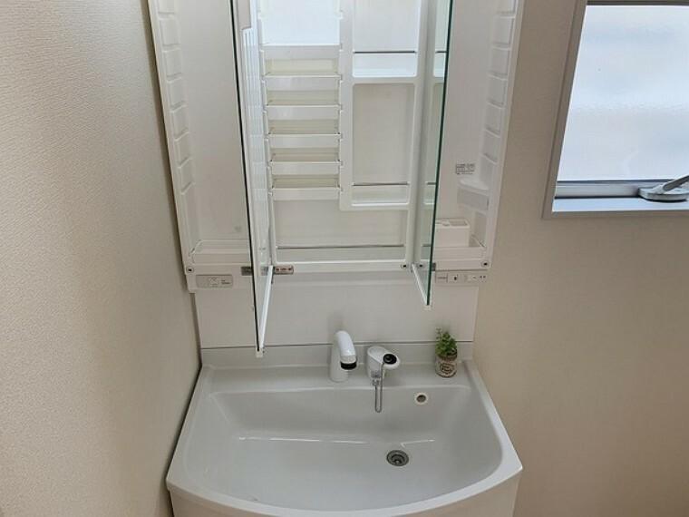 洗面化粧台 ・建築中の為同仕様写真を掲載しています。