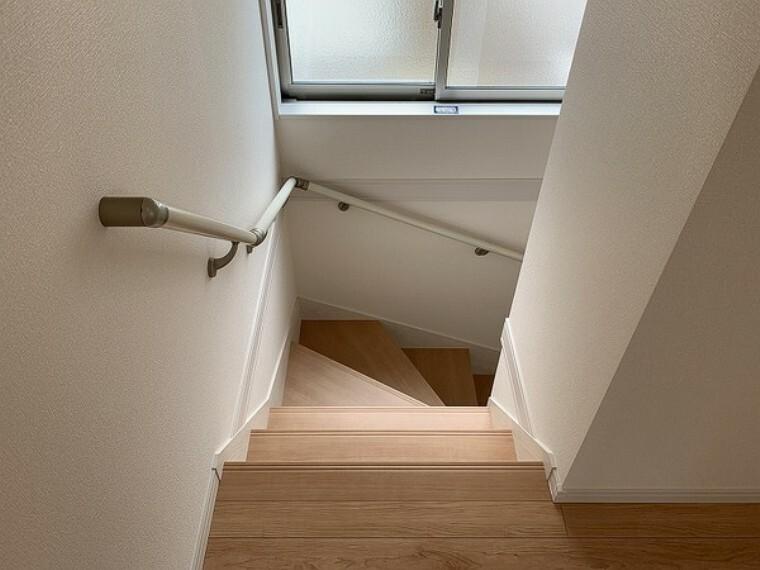 玄関 ・建設中の為同仕様写真を使用しております。