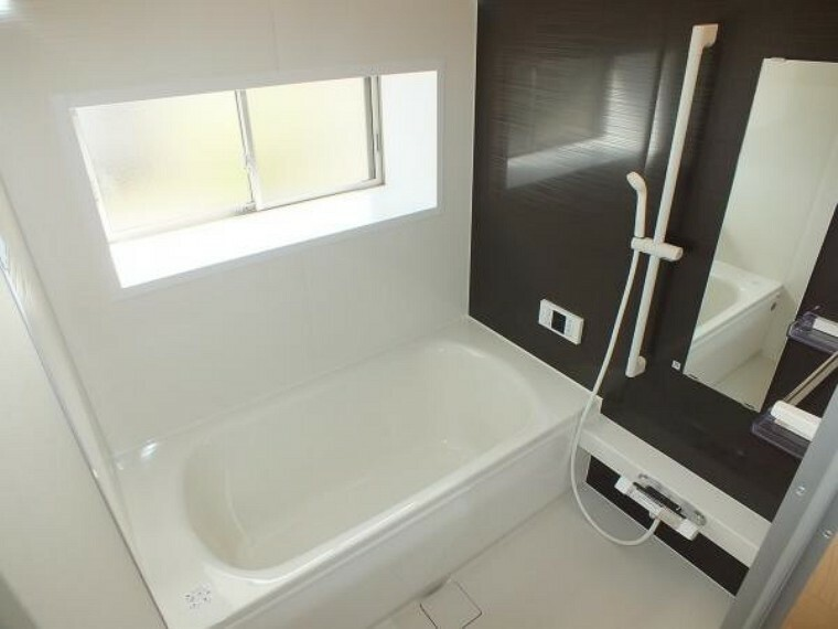 浴室 浴室は新品のユニットバスに交換。足を伸ばせる1坪サイズの広々とした浴槽で、1日の疲れをゆっくり癒すことができますよ。