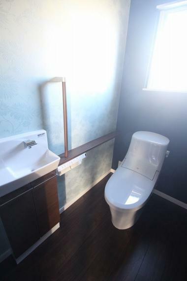 トイレ 2回トイレ 手すり付きで安全です!